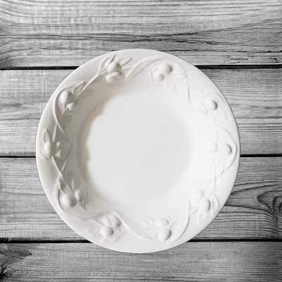 Stock piatto fondo rilievo olive in biscotto